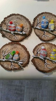 Nature Crafts 50 Amazing Painted Rocks Houses Ideas You'll Love – BuzzTMZ Stone Crafts, Rock Crafts, Holiday Crafts, Christmas Pebble Art, Christmas Rock, Wood Slice Crafts, Family Ornament, Rock Painting Designs, Theme Noel