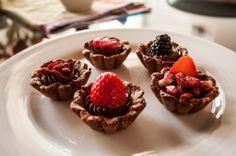 Tartellette al Cioccolato e Frutti Rossi - Le Ricette di Estetica&Donna: http://www.esteticaedonna.it/tartellette-al-cioccolato-e-frutti-rossi/