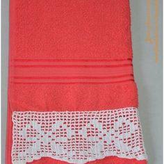Toalhas com bicos de crochê diversos: Banho - R$60,00Rosto - R$30,00Lavabo - R$25,00 *Consulte disponibilidade (de toalhas, modelos de bicos e cores)*Aceitamos encomendas de qualquer produto de crochê #toalha #banho #crochê #brazartesanatos #presente #enfeite #decoração #bico #toalha #artesanal #vendo #tovendendo #crochet #banho #lavabo #rosto #manual #vermelho #maravilhoso #lindo #lacinho #laço #branco