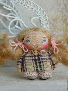 Купить Мамина доченька - комбинированный, абстрактный, брошь, брошь куколка, куколка, брошь ручной работы