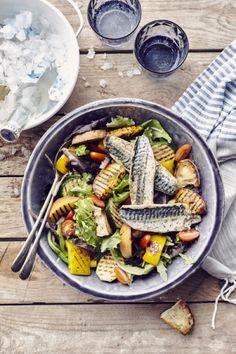 Panzanella met gegrilde groenten en makreel