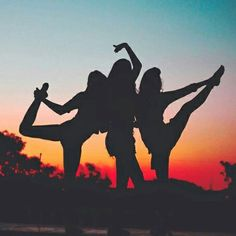 Image about summer in amigos, grupo /bff, best friends forever by kaphe Best Friend Pictures, Bff Pictures, Friend Pics, Friendship Pictures, Beach Pictures, Squad Pictures, Happy Friendship, Best Friends Forever, Three Best Friends