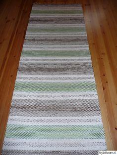 Räsymattoja - Sisustuskuvia jäseneltä Rentukka - StyleRoom Scandinavian Style, Pattern Design, Recycling, Weaving, Rag Rugs, Board, Home Decor, Carpet, Decoration Home