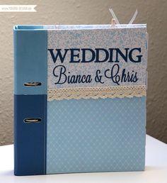 Jeah meine beste Freundin heiratet und ich darf ihre Trauzeugin sein - mit Ihr gemeinsam dem großen Tag entgegenfiebern, Vorfreude und Aufregung teilen, ihr beistehen und ihr beim Planen helfen. Das sind die Aufgaben einer Trauzeugin. Für letztere habe ich ihr Anfang des Jahres einen Wedding Planner gebastelt. Dafür habe ich selbst Scrapbooking Papier gestaltet, dass ihr euch nächste Woche als Freebie herunterladen dürft.