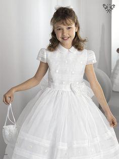 First Communion Dresses, First Holy Communion, Girls Dresses, Flower Girl Dresses, Young Fashion, Lovely Dresses, Kids Wear, Dressmaking, Princesses