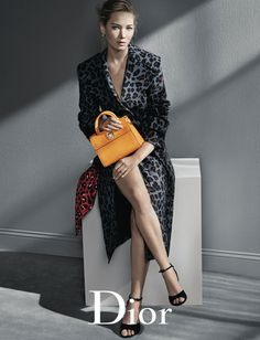 Discover Christian Dior Handbags' Fall Winter advertising campaign starring Jennifer Lawrence lensed by fashion photographer Patrick Demarchelier. Patrick Demarchelier, Fall Handbags, Dior Handbags, Dior Bags, Black Handbags, Leather Handbags, Christian Dior, Look Fashion, High Fashion