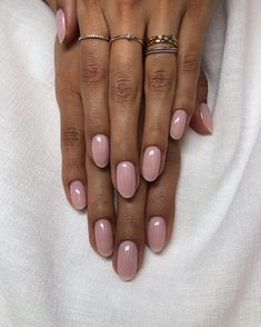 Want some ideas for wedding nail polish designs? This article is a collection of our favorite nail polish designs for your special day. Neutral Nails, Nude Nails, Matte Nails, Pink Oval Nails, Pink Shellac Nails, Soft Pink Nails, Cream Nails, Diy Nails, Glitter Nails