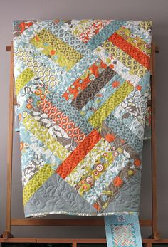 Jelly Roll Quilt – blocks of five strips on the diagonal. Add to the jelly roll 4 yards backing and 1 yards setting triangles and binding. Quilting Tutorials, Quilting Projects, Quilting Designs, Sewing Projects, Quilting Patterns, Quilting Ideas, Quilt Design, Jellyroll Quilts, Scrappy Quilts