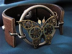 Flutter Steampunk Bracelet Cuff - Not difficult to create a similar piece. Steampunk Cosplay, Viktorianischer Steampunk, Steampunk Design, Steampunk Clothing, Steampunk Fashion, Gothic Fashion, Steam Punk Diy, Steam Punk Jewelry, Gothic Jewelry