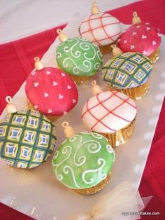 Christmas ornament cupcakes...