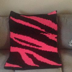Ravelry: Zebra Print Crib Blanket pattern by Kayly Machado