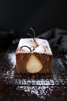 Drunken Pear Ginger Bread: spiced white wine poached pears enveloped in a rustic ginger bread!(Non Baking Treats) Beaux Desserts, Just Desserts, Dessert Recipes, Pear And Ginger Cake, Ginger Bread, Pear Bread, Pear Loaf Cake, Pear Recipes, Sweet Recipes