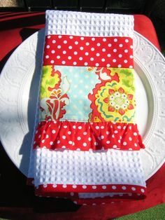 I love fun kitchen towels! This one is awesome! Sewing Hacks, Sewing Crafts, Sewing Projects, Diy Crafts, Dish Towels, Hand Towels, Tea Towels, Kitchen Linens, Kitchen Towels