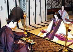 Mannequins dressed in heian robes: check out the swanky pattern work on that arm-rest...