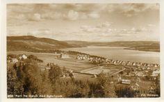 Gjøvik, utsikt over Mjøsa, sykehuset og stadion. Ca. 1930-tallet. Foto Normann