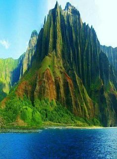 Na Pali Coast Kauai, Hawaii #TravelDestinationsUsaHawaii #HawaiiDestination