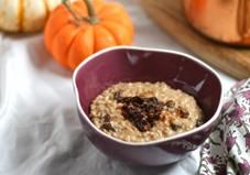 Pumpkin Spice Steel-Cut Oats is a wholesome and delicious breakfast. A bowl of Pumpkin Spice Steel-Cut Oats will warm you up on a crisp, cold Fall or Winter morning. Oatmeal Recipes, Pumpkin Recipes, Fall Recipes, Great Recipes, Healthy Recipes, Favorite Recipes, Healthy Foods, Paleo Food, Healthy Breakfasts