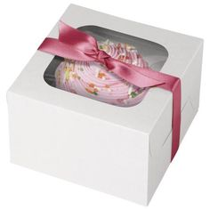 Display and gift your cupcake creations with our White 1-Cupcake Boxes! Each box includes an insert with recessed space to hold standard-sized cupcakes safely in place. This is easy to fold and assemble, and makes a great favor at birthday celebration, holiday parties, and other special events! each package contains three boxes that can only hold 1 cupcake per box.