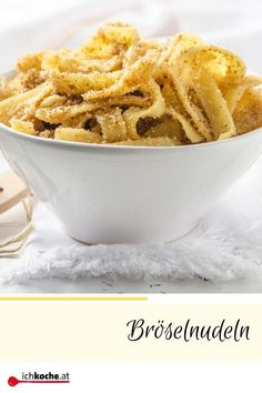 Crumble pasta - recipe - Our ever-popular CRUMBLE NOODLES are super easy & super fast. 🍜😋 Only 5 ingredients are neede - Healthy Chicken Recipes, Pasta Recipes, Vegetarian Recipes, Healthy Food To Lose Weight, Healthy Eating Tips, Christmas Breakfast, Vegetable Drinks, Healthy Desserts, Soul Food