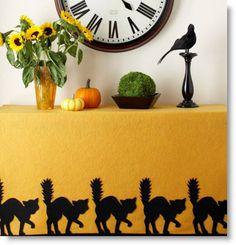 Spooky No-Sew Felt Cat Tablecloth DIY with cat pattern · Felting | CraftGossip.com