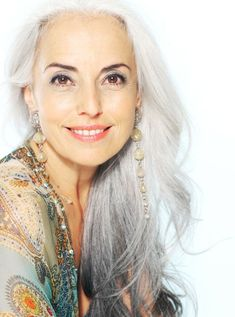 Beautiful gray hair - Yasmina Rossi Hair HAIR Egg yolks wont only make your hair softer, shinier, and healthier, but it helps you to grow it. Yasmina Rossi, Beautiful Old Woman, Ageless Beauty, Going Gray, Aging Gracefully, Silver Hair, Silver Ombre, Fashion Over 50, Ombre Hair