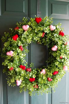Awesome 60 Sweetest Valentine Wreaths Ideas for Your Front Door https://roomaniac.com/60-sweetest-valentine-wreaths-ideas-front-door/