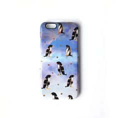 This cute penguin design smartphone hard case is sure to get you in the festive mood this Winter!