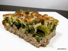 Kolejny patent na mięso mielone pod inną postacią niż kotlety ;) Tym razem podpowiadam Wam pomysł na smaczny, szybki i pożywny obiad jakim jest zapiekanka z fasolką szparagową. Składniki: 1 kg tłustego mięsa mielonego np z łopatki wieprzowej 60 g smalcu 900 g zielonej fasolki szparag Lchf, Mozzarella, Lasagna, Quiche, Food To Make, Low Carb, Cooking, Breakfast, Ethnic Recipes