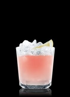 Create the perfect Absolut Greyhound with this step-by-step guide. Fill a rocks glass with ice cubes. Garnish with pink grapefruit. Ice Cubes, 1 Part Absolut Vodka, 3 Parts Pink Grapefruit Juice, 1 Wedge Grapefruit Vodka Shots, Pink Drinks, Vodka Cocktails, Summer Drinks, Cocktail Drinks, Alcoholic Beverages, Pink Drink Recipes, Jello Shot Recipes, Grapefruit Juice And Vodka