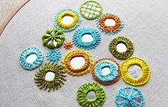 bordado-espejosShisha Embroidery Stitch Tutorial for Indian technique of embroidery with mirrors. I would do this with bottle-caps or cute buttons, or seashells, or little mementos, or anything upcycled Hand Work Embroidery, Hand Embroidery Designs, Embroidery Thread, Embroidery Patterns, Embroidery Stitches Tutorial, Embroidery Needles, Mirror Crafts, Learning To Embroider, Kutch Work