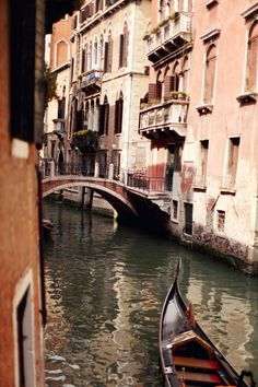 ohh..this small canal is so wonderful, just as all parts of Venice.. by http://www.thecherryblossomgirl.com