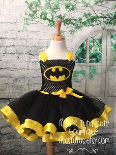 Batman tutu Batman dress Batman costume Batman party by LisasTutus Costume Batman, Batman Tutu, Batman Dress, Bat Costume, Tutu Costumes, Minion Costumes, Batman Party, Yellow Tutu, Tutu Outfits