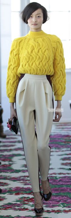 Delpozo, The pants are nice. Sweater needs to go, but I'd love to make pants like this. Knitwear Fashion, Knit Fashion, Runway Fashion, Womens Fashion, Ny Fashion Week, Fashion Show, Fashion Design, Look 2018, Delpozo