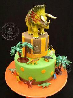 Bolo Dinossauros by Mirella Rodrigues