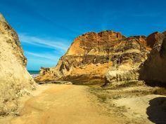 Falésias do Morro Branco - Falésias do Morro Branco, Beberibe/CE. Local lindo, formado por areias coloridas com alguns elementos químicos que geram a diferença de cores.