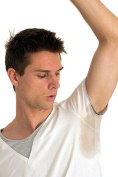como tirar mancha de desodorante das roupas