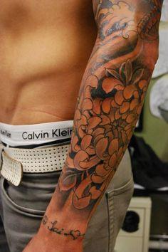 Great flower! Rodrigo Souto - Black Garden Tattoo - London