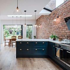 Home Decor Kitchen, Kitchen Living, New Kitchen, Kitchen Interior, Home Kitchens, Brick Interior, Kitchen Ideas, Urban Kitchen, Color Interior