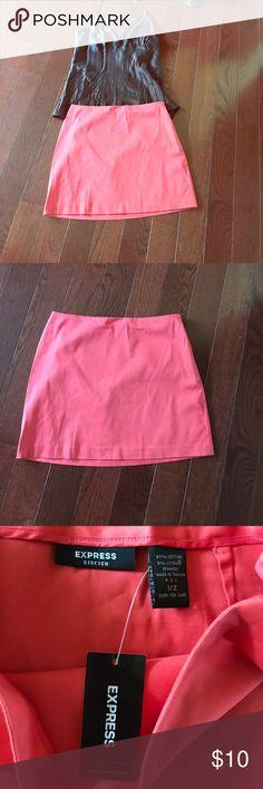 Express Stretch skirt. Size 1/2 NWT! 💖Adorable melon colored Express Stretch Skirt. Side zip. Size 1/2 Express Skirts Mini