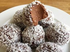 Candy Recipes, Raw Food Recipes, Baking Recipes, Sweet Recipes, Cookie Recipes, Raw Cake, Desert Recipes, Chocolate Desserts, No Bake Desserts