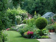 36 Stunning Country Cottage Gardens Ideas
