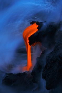 Kilauea Lava, Hawaii - By Miles Morgan All Nature, Amazing Nature, Science Nature, Science Art, Exposure Photography, Nature Photography, Landscape Photography, Mother Earth, Mother Nature