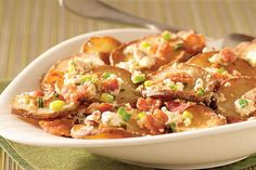 Inspired by Greek cuisine, these pan-fried potatoes with feta and bacon are very easy to make. Good thing, since your family will be asking for them again!