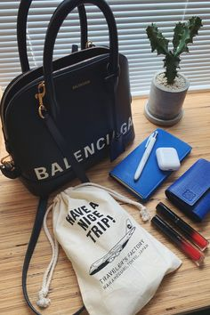 What In My Bag, What's In Your Bag, Inspirational Quotes For Women, Motivational Words, Divas, What's In My Purse, Vogue, Inside Bag, Everyday Bag