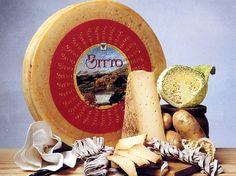 Il Bitto è prodotto con latte vaccino intero appena munto con l'eventuale aggiunta di latte caprino ma in quantità non superiore al 10%. http://www.brunelli.it/news/bitto-dop-viaggio-tra-i-formaggi-dop-ditalia