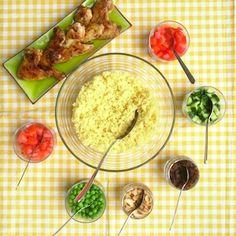 Deze doe-het-zelf couscoussalade staat snel op tafel. Extra leuk voor kinderen om wat meer keuze bij de avondmaaltijd te hebben! Recept op http://dekinderkookshop.nl/recipe-items/couscous-diy/