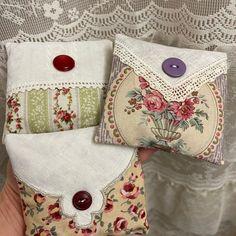 Dried Lavender Flowers, Lavender Bags, Lavender Sachets, Lavender Ideas, Vintage Handkerchiefs, Aprons Vintage, Vintage Quilts, Handkerchief Crafts, Doilies Crafts