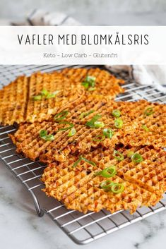 Vafler med blomkålsris - opskrift på glutenfrie Keto vafler Healthy Snacks, Healthy Eating, Vegetarian Recipes, Healthy Recipes, Low Calorie Recipes, Quick Meals, Food Inspiration, Love Food, Tapas