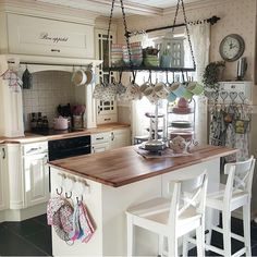 8 Portentous Tips: Shabby Chic Living Room Duck Egg shabby chic nursery crib. Cozy Kitchen, Rustic Kitchen, Country Kitchen, Vintage Kitchen, New Kitchen, Kitchen Decor, Kitchen Walls, Kitchen Island, Kitchen Yellow
