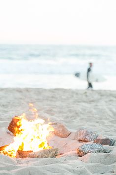 How to Host a Beach Bonfire  ||||  Sugar and Charm blog  ||||   sugarandcharm.com